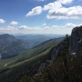Branta bergssidor, där nere går stigen tillbaka hemåt.
